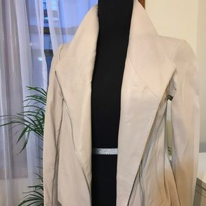 Vince leather jacket in cream size XS